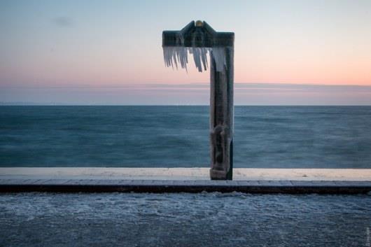 Один из пляжей Одессы превратился в  ледяную скульптуру