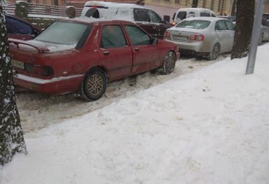 В Черновцах изза снегопада образовались большие пробки