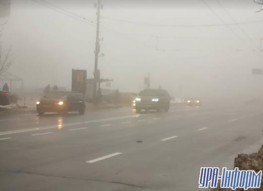 Киев окутал густой туман